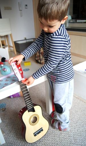Gitara akustyczna dla 3-latka